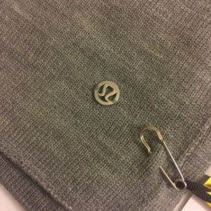 Lululemon All That Shimmers Gray scarf HCMG